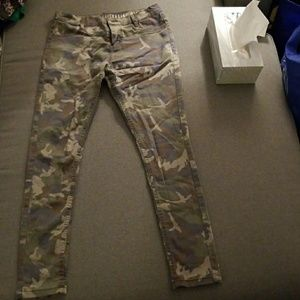 Cropped Camo Faded Jeggings